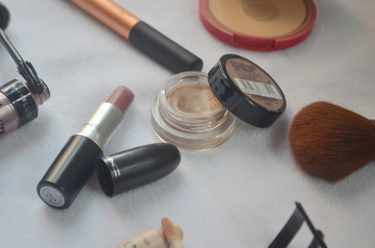 Minimal Makeup Open