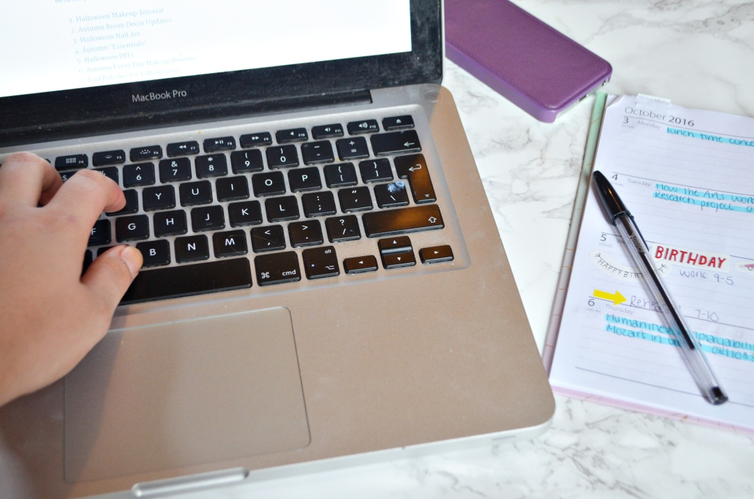 laptop-and-hands