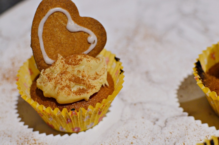 gingerbread-cupcakes-1