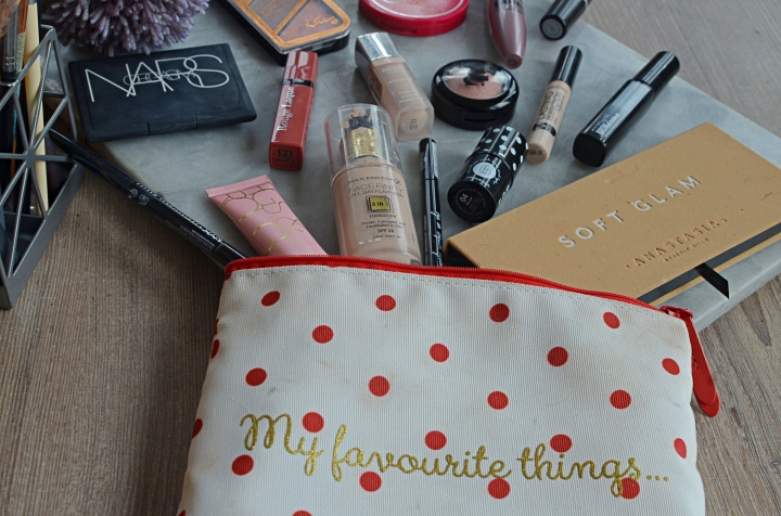 What's In My Makeup Bag 1