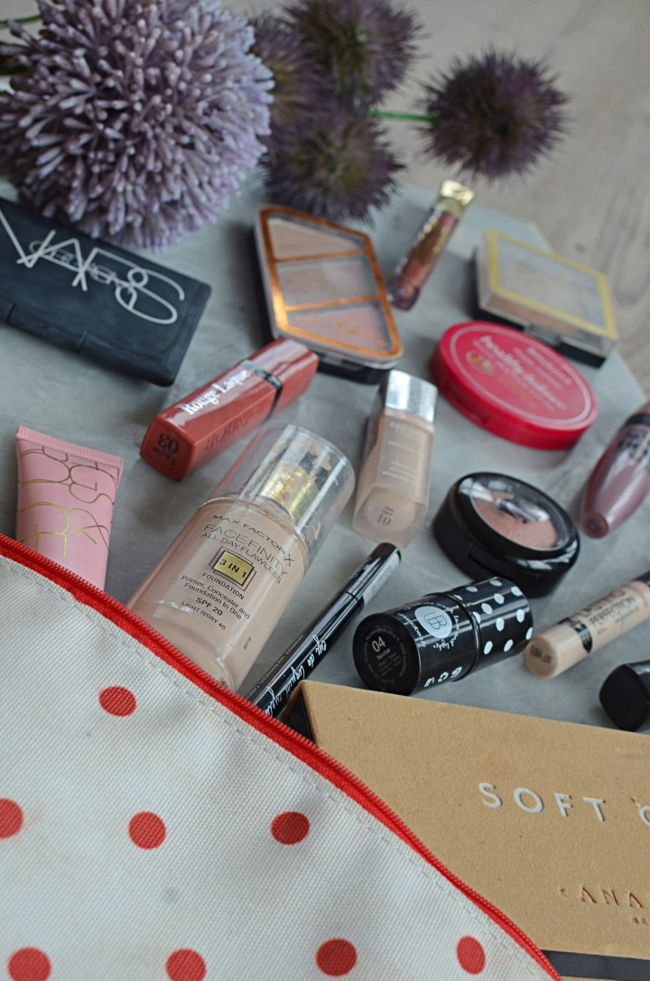 What's In My Makeup Bag 2
