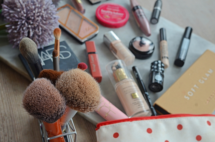 Whats In My Makeup Bag 3